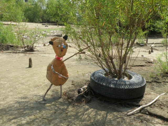 Aug 2013 Orangeman Eco Art at Ohio Falls