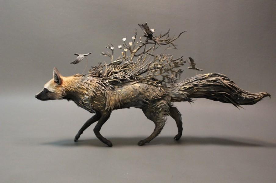 Ellen Jewett-umetnica nadrealnih skulptura! - Page 3 Silver-fox-with-crows-21-e1418880030124