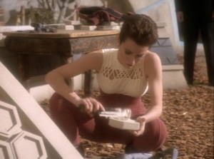 DS9 Kira Working on Kiln